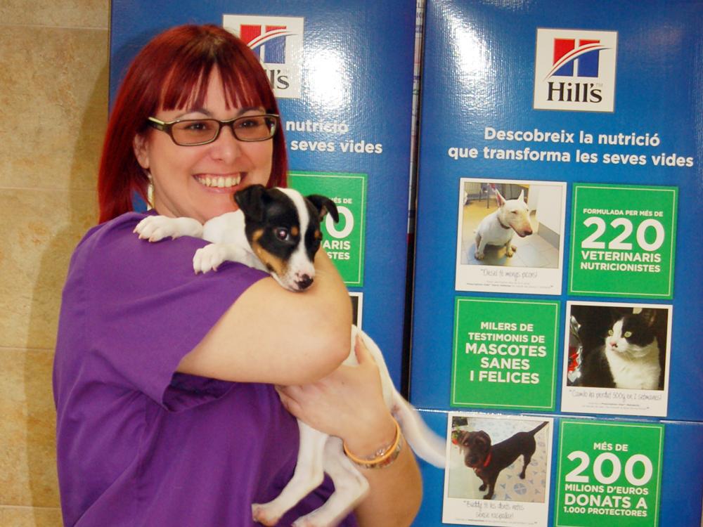Pratdesaba Veterinaris Osona - Elena a punt per fer control de pes al cadell